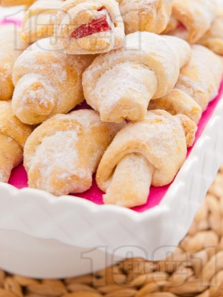 Бързи и лесни маслени кифлички с кисело мляко и сода с пълнеж от локум (без мая, без втасване) - снимка на рецептата